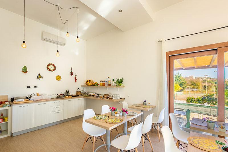 sala-colazione-villa-landolina-noto-2