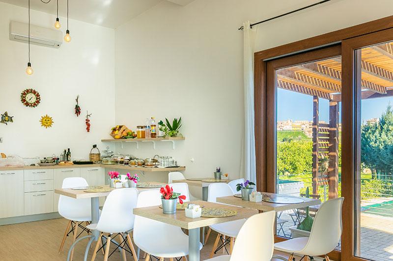 sala-colazione-villa-landolina-noto-3