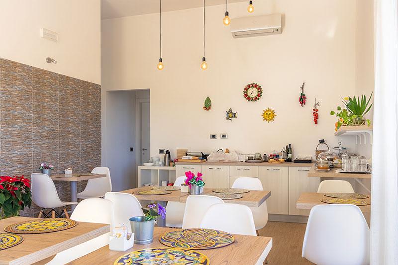 sala-colazione-villa-landolina-noto-4