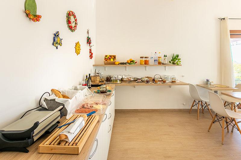 sala-colazione-villa-landolina-noto-6
