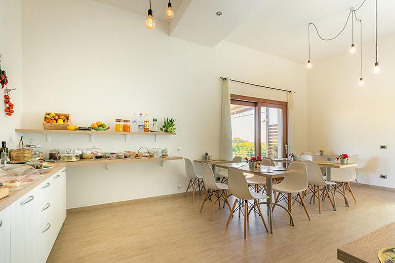 sala-colazione-villa-landolina-noto-9